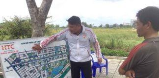 Quảng cáo bán đất nền trên đường Nguyễn Duy Trinh, Q.9, TP.HCM - Ảnh: QUANG ĐỊNH