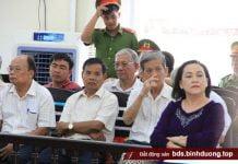 Nhiều cựu lãnh đạo UBND tỉnh Bình Dương có mặt theo triệu tập của tòa - ẢNH: B.S.