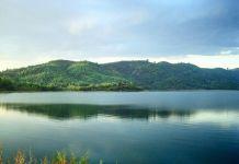 Hình ảnh mặt hồ Đa Tôn (Huyện Tân Phú, Đồng Nai) phẳng lặng